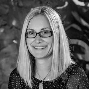 Barbora Azari - Ekonomická podpora - QEX