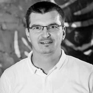 Peter Azari - Manažér servisu - QEX